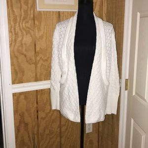 White cardigan with pockets